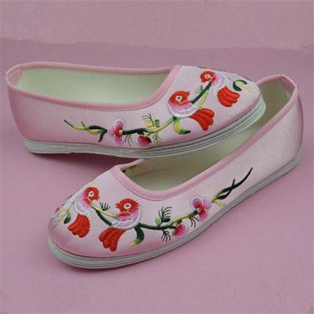 Thêu giày nữ
